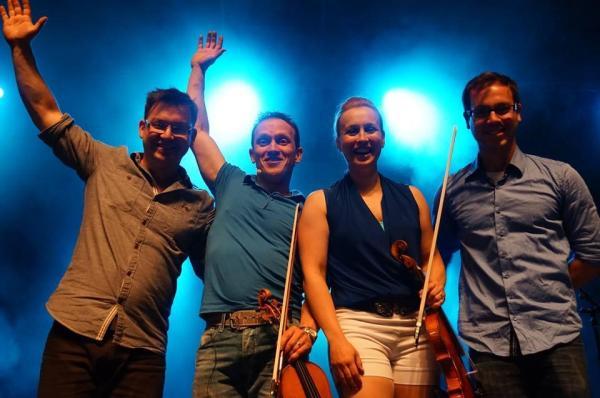 Grégoire, Patrice, Kattialine et Dominic Painchaud. 23 juin 2014, spectacle de la Saint-Jean au Parc de la Francophonie, à Québec. Crédit photo: Réjean Savard